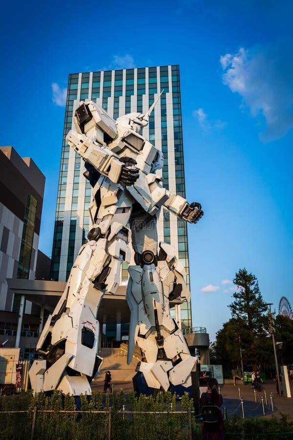 Costume mobile normal RX-0 Unicorn Gundam Performances à la plaza Tokyo, Odaiba, Tokyo, Japon de City de plongeur photo stock