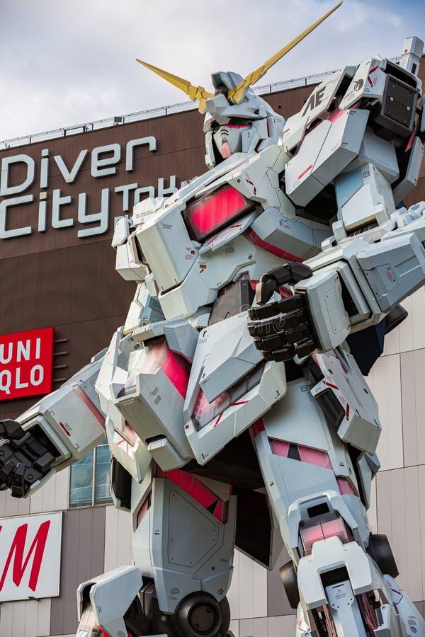 Costume mobile normal RX-0 Unicorn Gundam Performances ? la plaza Tokyo, Odaiba, Tokyo, Japon de City de plongeur images stock