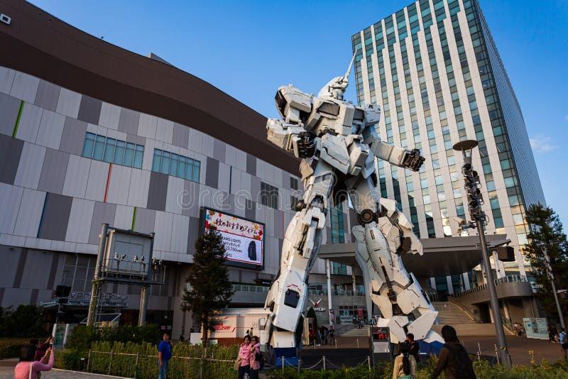 Costume mobile normal RX-0 Unicorn Gundam Performances ? la plaza Tokyo, Odaiba, Tokyo, Japon de City de plongeur photo stock