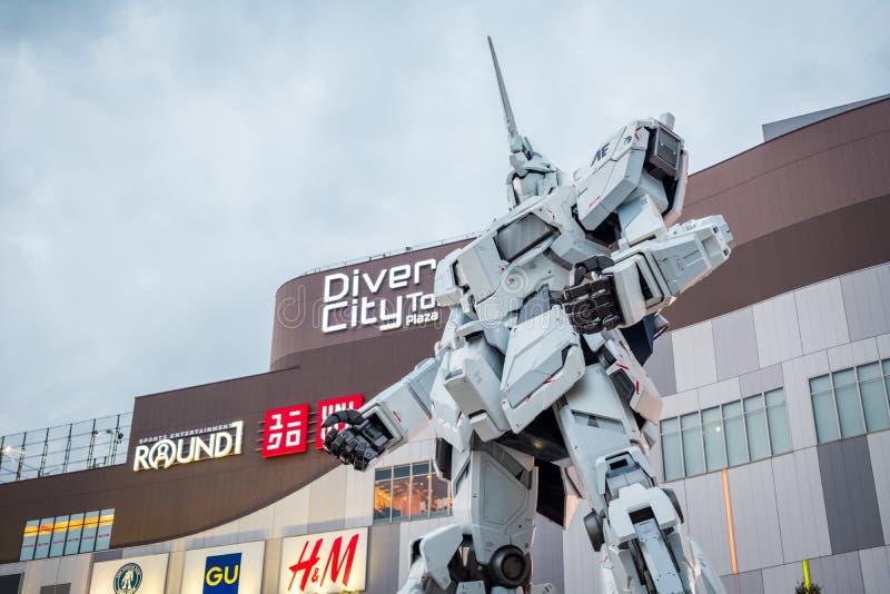 Costume mobile RX-0 Unicorn Gundam au plongeur City Tokyo Plaza dans la région d'Odaiba, Tokyo photos libres de droits