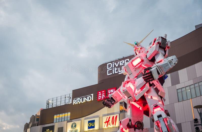 Costume mobile RX-0 Unicorn Gundam au plongeur City Tokyo Plaza dans la région d'Odaiba, Tokyo images libres de droits