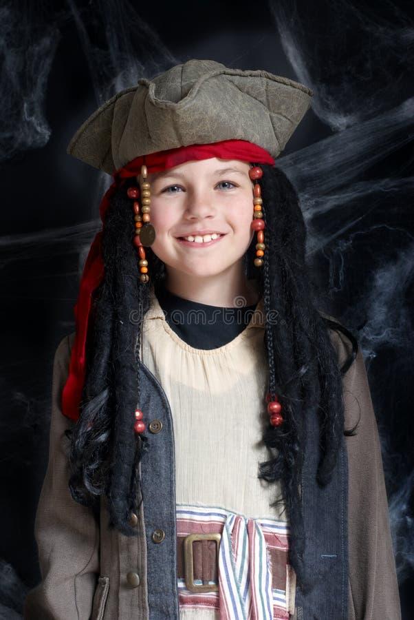 Costume s'usant de pirate de petit garçon photo libre de droits