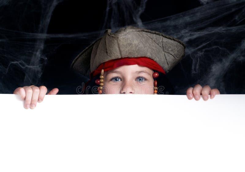 Costume s'usant de pirate de petit garçon photographie stock libre de droits