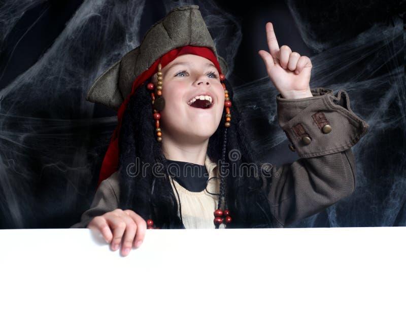 Costume s'usant de pirate de petit garçon image libre de droits