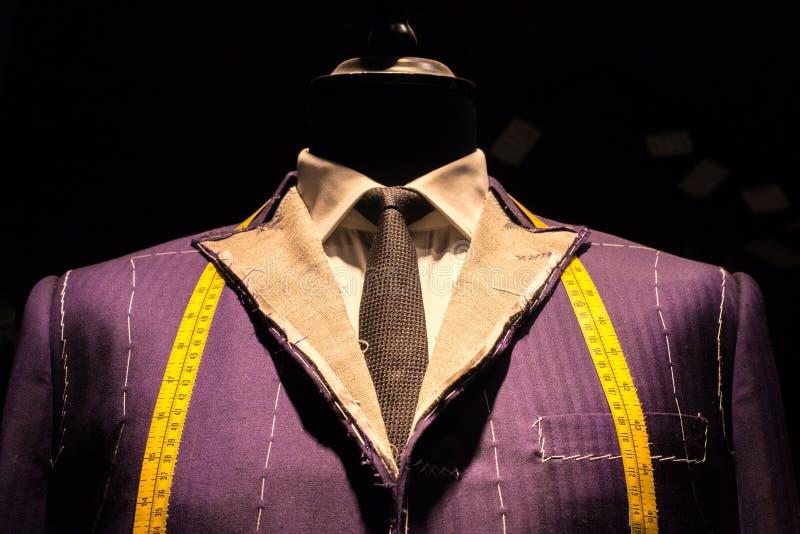Costume sur le simulacre du tailleur (2) photographie stock libre de droits