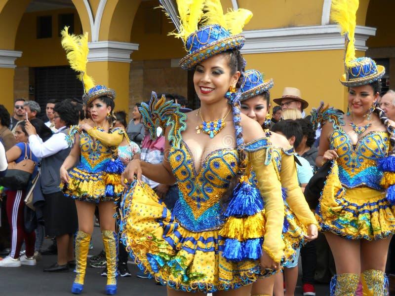 Costume tipico del ballo Perù, conosciuto come Morenada immagini stock libere da diritti