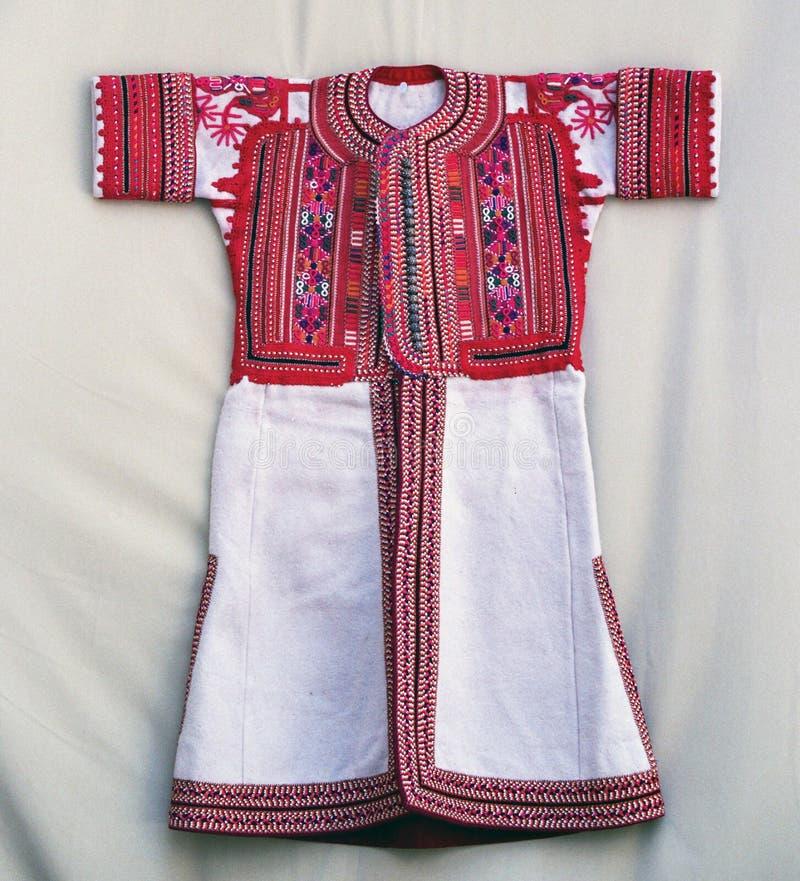 Costume traditionnel coloré de Macédoine photos stock
