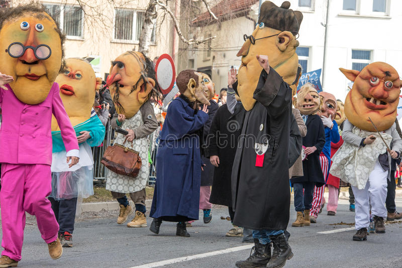 Download Costume Traditionnel De Carnaval Annuel De Cerknica En Slovénie Image stock - Image du groupe, païen: 87708731