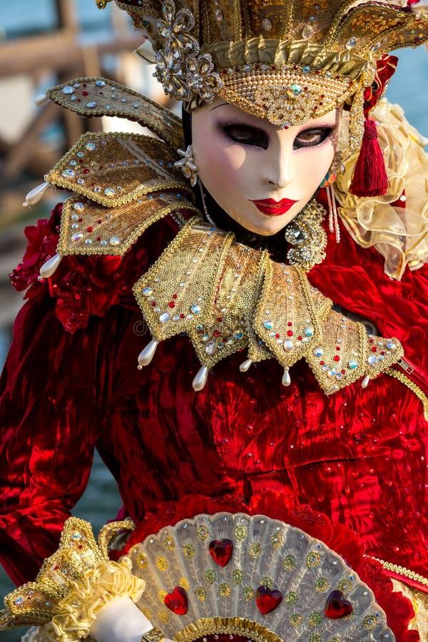 Costumed kobieta podczas venetian karnawału, Wenecja, Włochy zdjęcia stock