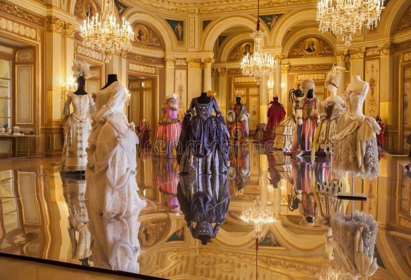 Costumes театра в барочном типе стоковые изображения rf