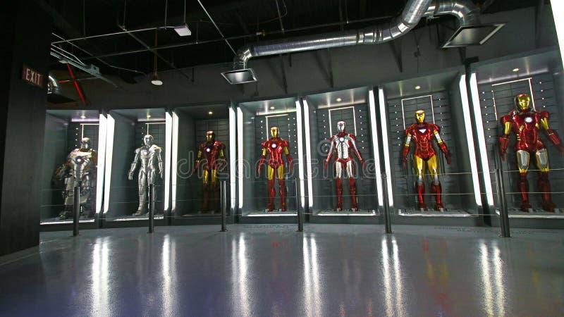 Costumes d'Iron Man à la base de Tony Stark photographie stock