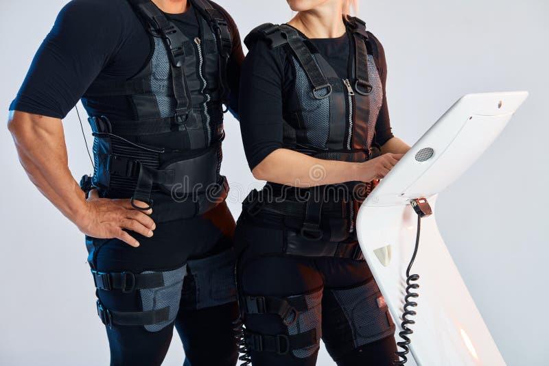 Costumes de port de corps d'homme et de femme pour l'?lectro stimulation SME de muscle images libres de droits