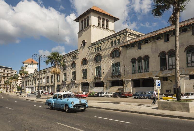Costumes do porto velho que constroem Havana foto de stock