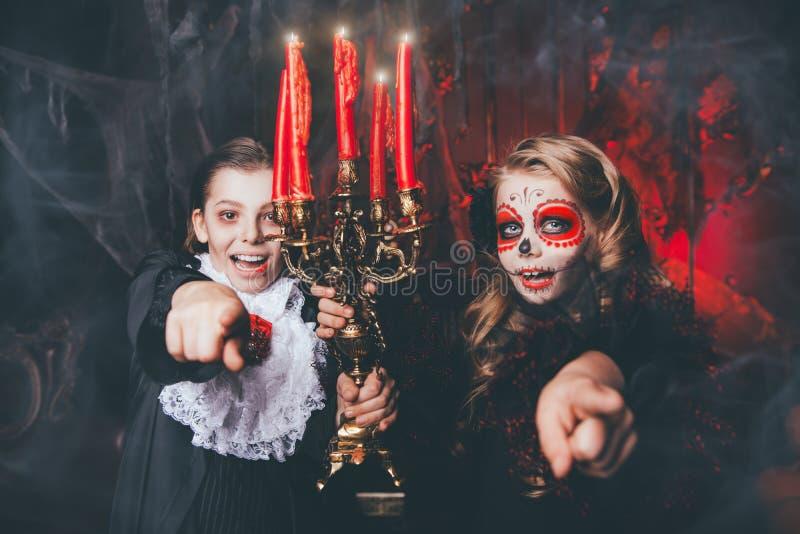 Costumes effrayants pour des enfants photos libres de droits