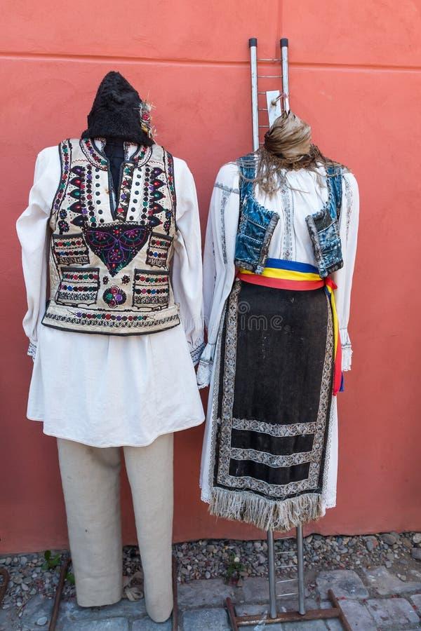 Costumes folkloriques traditionnels roumains photos libres de droits
