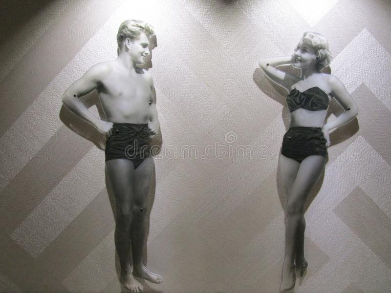 Costumes se baignants des années 1950 fabuleuses montrés à la foire Pacifique, Broadbeach, Queensland, Australie photos stock
