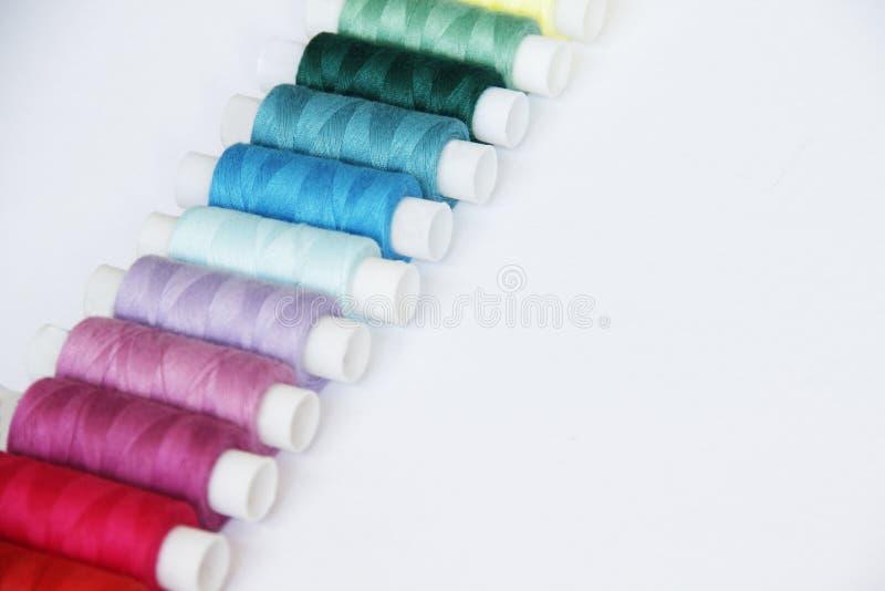 A costura coloriu linhas fotos de stock royalty free