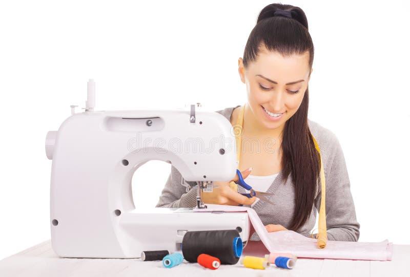 Costura feliz da costureira Isolado no branco fotos de stock
