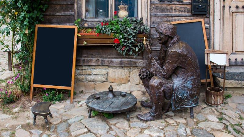 Cosy mała kawiarnia w Zheravna, Bułgaria obraz royalty free