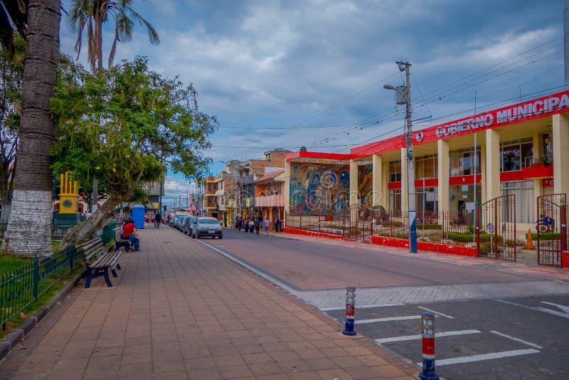 COTACACHI, EKWADOR, LISTOPAD 06, 2018: Plenerowy widok miejski czerwony budynek, lokalizować w mieście Cotacachi obrazy royalty free