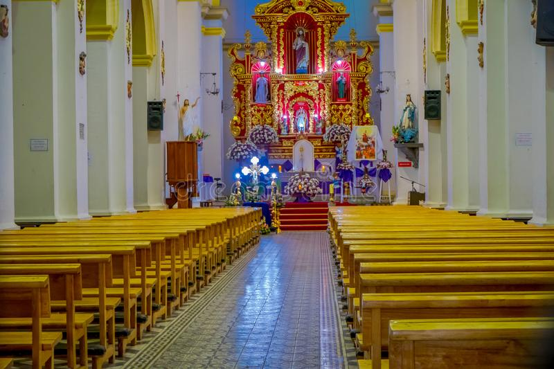 COTACACHI, EKWADOR, LISTOPAD 06, 2018: Salowy widok kolonialny kościół na Parque Matriz w Cotacachi, zdjęcia royalty free