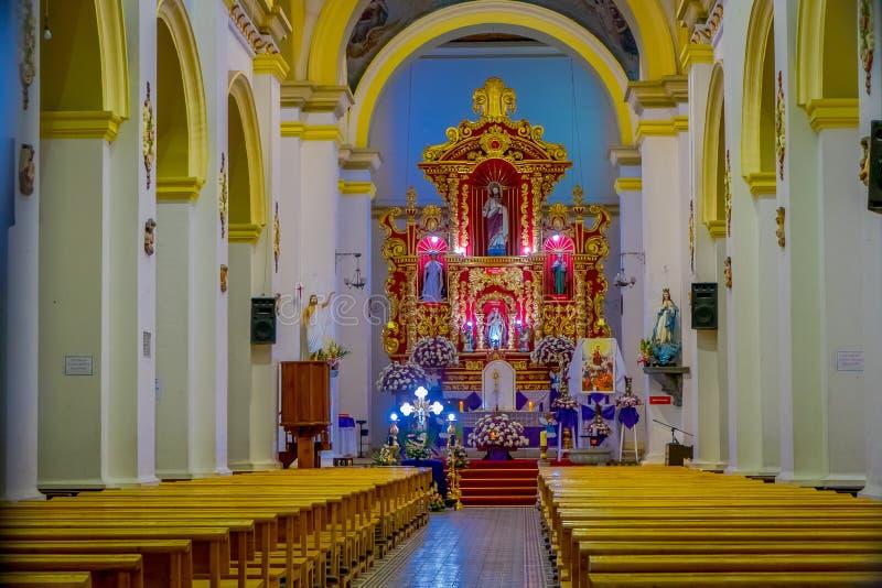 COTACACHI, EKWADOR, LISTOPAD 06, 2018: Salowy widok kolonialny kościół na Parque Matriz w Cotacachi, fotografia stock