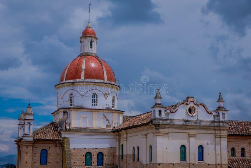 COTACACHI, EQUATEUR, LE 6 NOVEMBRE 2018 : Belle vue extérieure de cathédrale de Matrix dans Cotacachi Equateur, un petit village photos libres de droits
