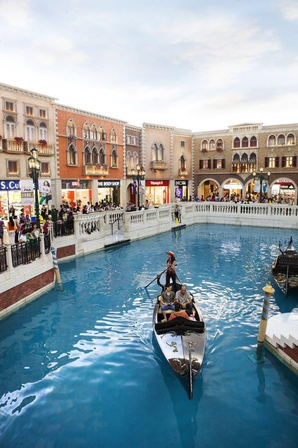 COTAI paska MACAU CHINA-AUGUST 22 gość na gondoli łodzi w Ven obrazy stock
