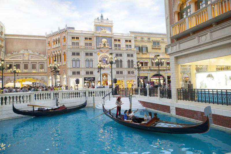 COTAI paska MACAU CHINA-AUGUST 22 gość na gondoli łodzi w Ven obraz royalty free