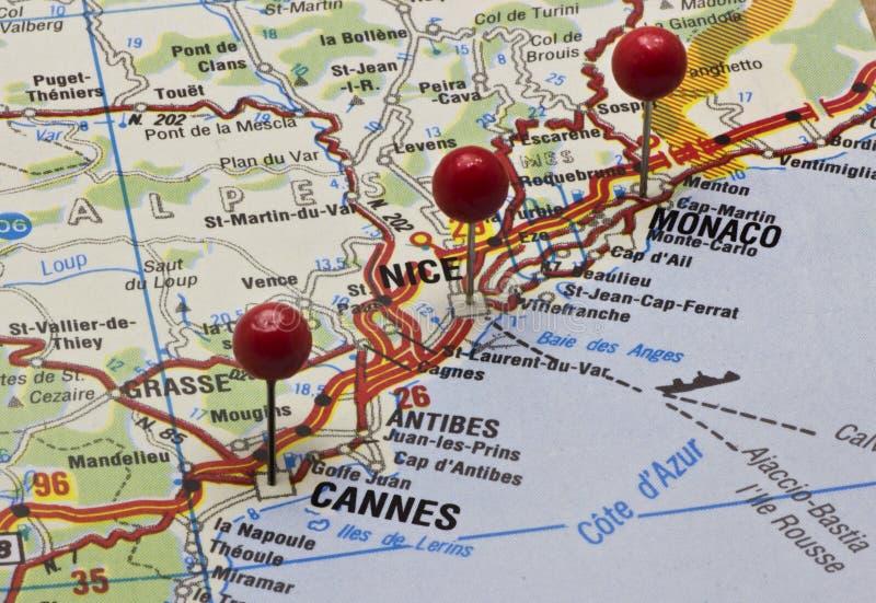 Cote d'Azur su una mappa con i perni di spinta fotografia stock