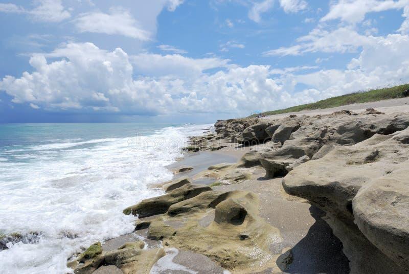 Coto de las rocas que sopla imagenes de archivo