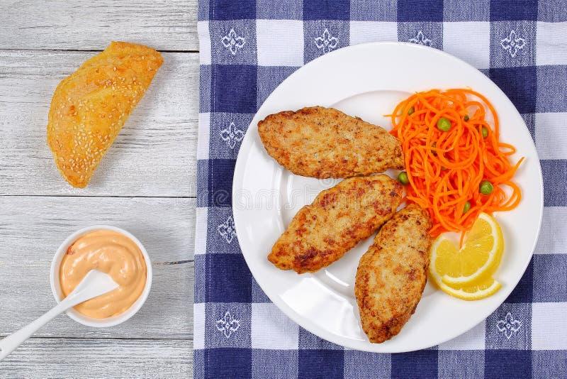 Cotolette fritte tacchino succoso saporito del pollo fotografia stock