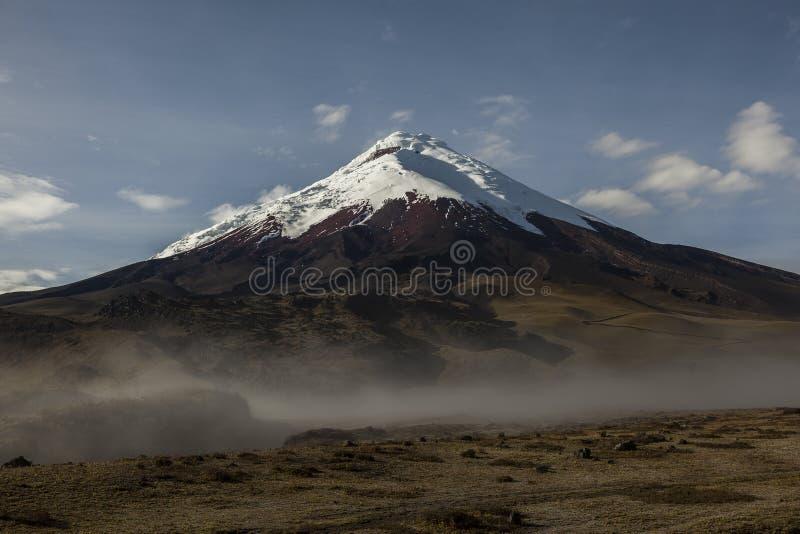 Download Cotopaxi wulkan zdjęcie stock. Obraz złożonej z biały - 53775226
