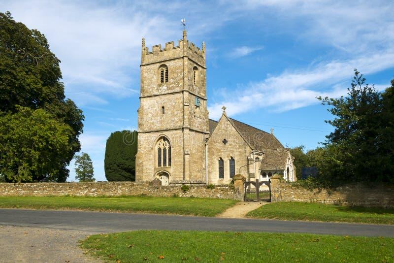 Cotswold country Church i Long Newnton, Gloucestershire, Förenade kungariket royaltyfri foto