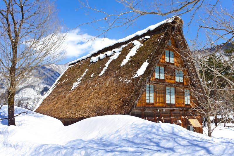 Cottage al villaggio di Gassho-zukuri fotografia stock libera da diritti