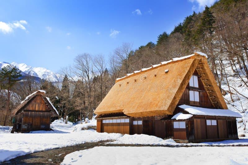 Cottage al villaggio di Gassho-zukuri fotografie stock libere da diritti