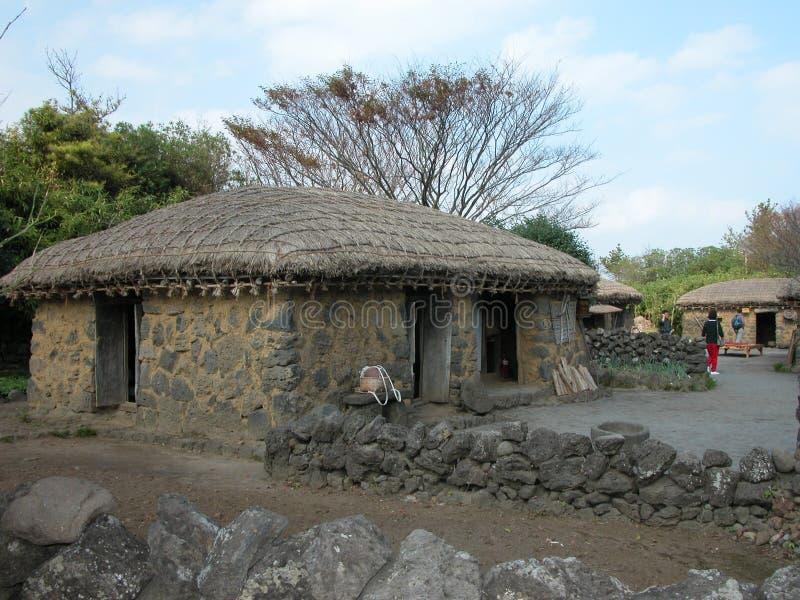 Cottage antico: Una capanna antiquata in Corea del Sud fotografia stock