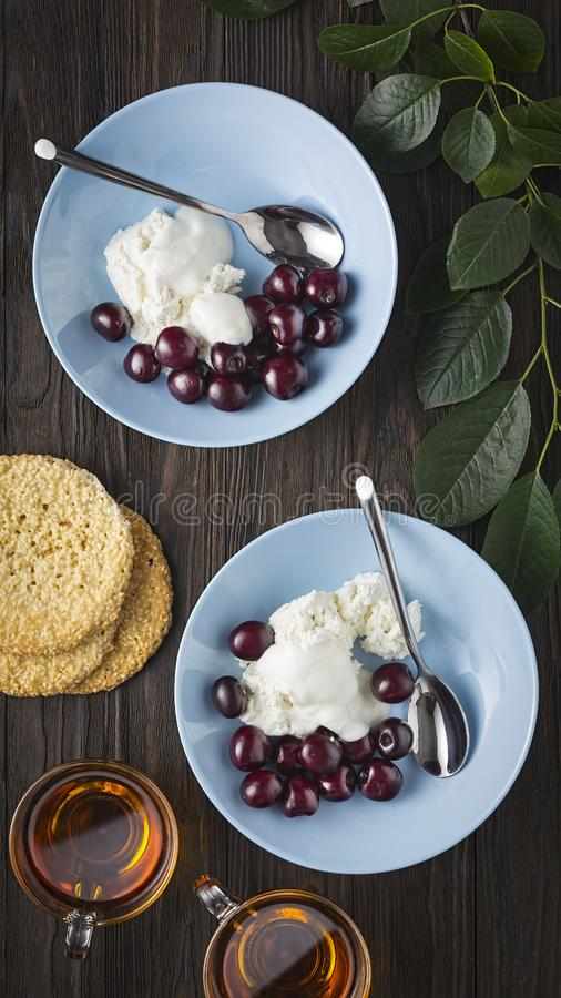 Cottage cheese, low fat, fat free, organic, curd, dry, breakstone, fruit salad, recipe, protein, knudsen. Healthy breakfast. Cottage cheese with delicate sour royalty free stock photos