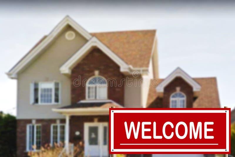 Cottage da vendere ed il segno positivo fotografia stock