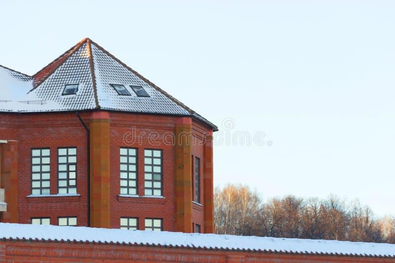 Cottage dal mattone rosso fotografie stock