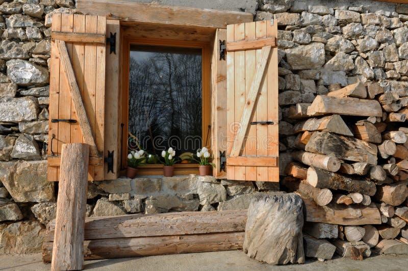 Cottage de pierre et de bois photo libre de droits