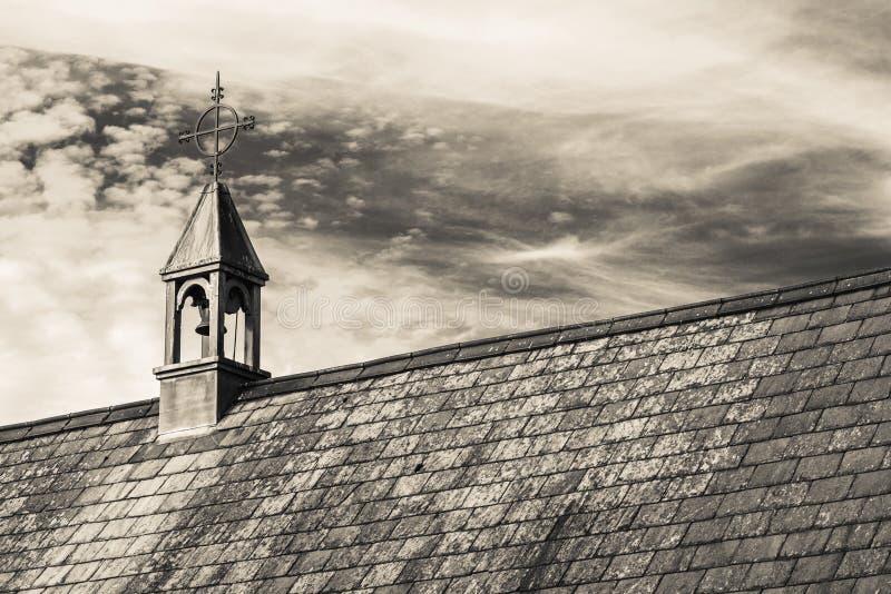 Cottage de toit couvert de chaume dans un village anglais typique avec des vues scéniques de parc national d'Exmoor Copiez l'espa photos libres de droits