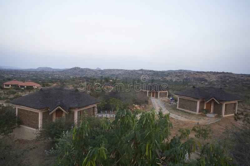 Cottage delle casette e delle località di soggiorno della giungla Hampi il Karnataka, India immagine stock