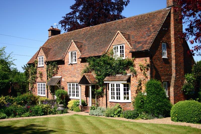 Cottage inglese del paese fotografia stock libera da diritti