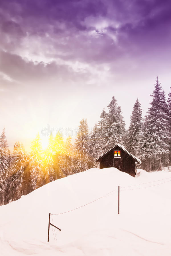 Cottage in inverno immagine stock