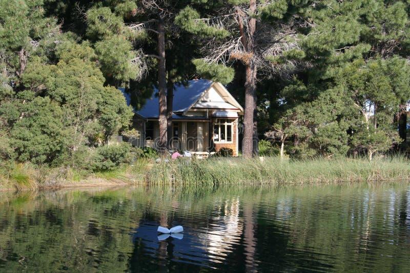 Cottage nel più forrest immagine stock