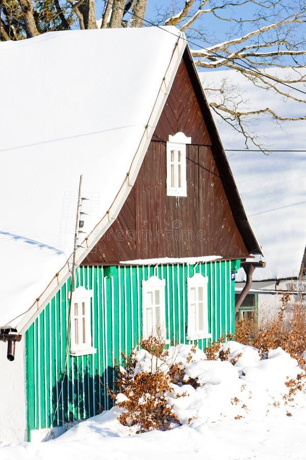 cottage nell'inverno, Kunstat - Jadrna, montagne di Orlicke, Re ceco fotografie stock libere da diritti