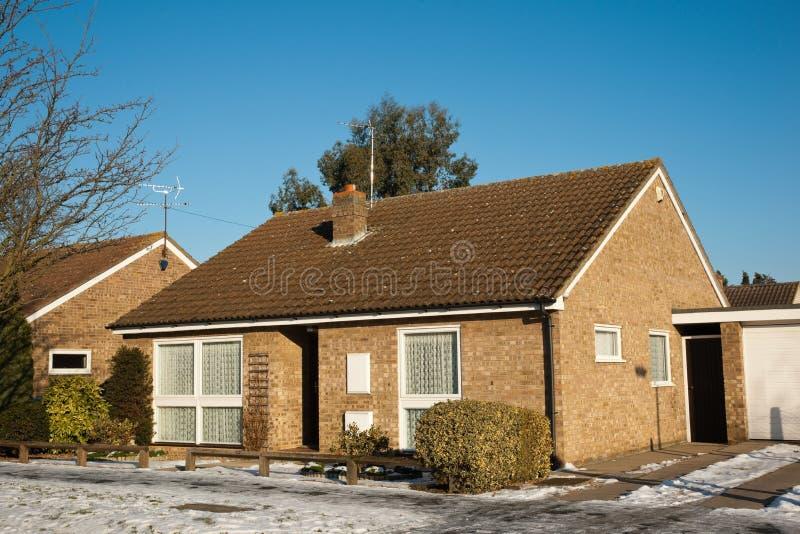 Cottage in neve immagini stock libere da diritti