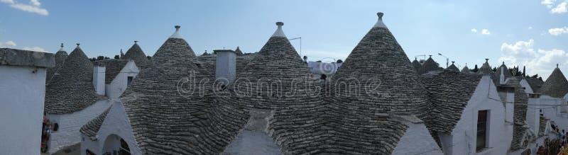 Cottage romantique du sud panoramique d'Alberobello Trulli Trullo Pouilles Italie de toit images libres de droits