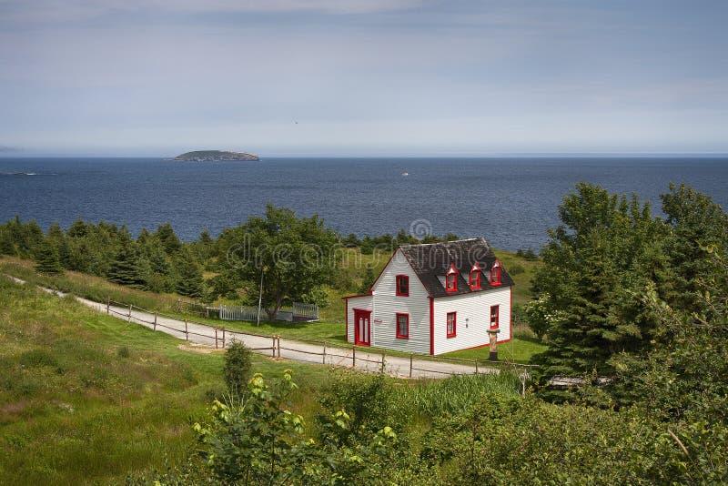 Cottage singolare sull'oceano fotografia stock